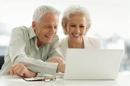 Seniors-using-computer_000009129801